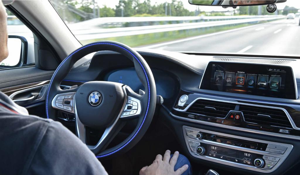 BMW、日本で真っ先に高速道で「手放し運転」実現へ 自動運転レベル2の支援機能