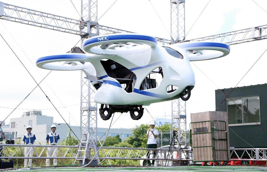 試作機をデモ飛行 NEC